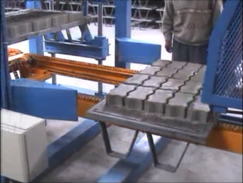 la machine de parpaing. Machines de fabrication de brique ou machine bloc beton